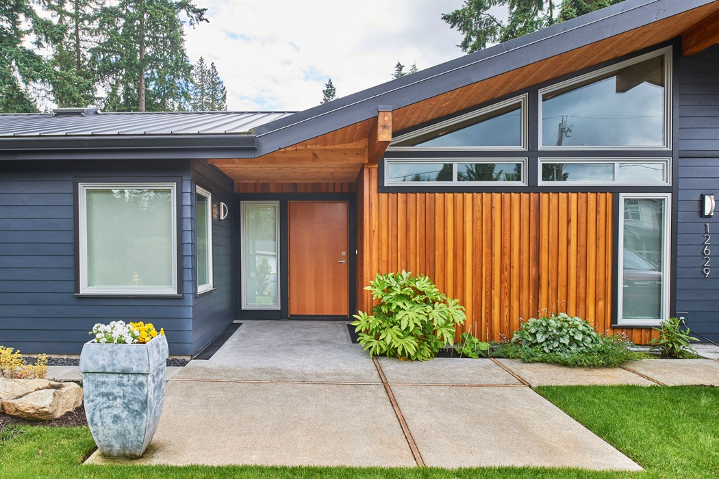 Kirkland seattle Mid century modern remodel entryway with grey siding and custom wood screen. Classic Pacific northwest style and Colors.