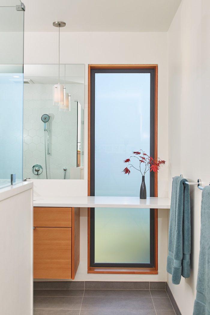 Hawthorne Hills Home bathroom