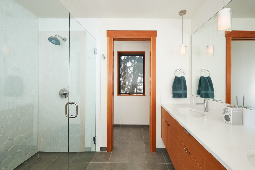 Hawthorne Hills Home master bath